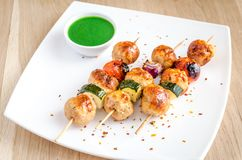 Grilled chicken skewers with zucchini and cherry tomatoes. On the wooden table Stock Photography