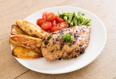 Grilled chicken steak. With potatoes tomatoes and green beans Royalty Free Stock Photos