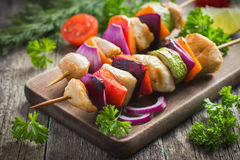 Grilled chicken and vegetable kebabs Stock Photos