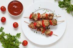 Grilled chiken мясо барбекю протыкальника kebab с Стоковое фото RF