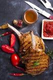 Grilled a coupé en tranches le bifteck de boeuf Photos libres de droits