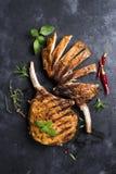 Grilled a coupé en tranches le bifteck de boeuf Photographie stock