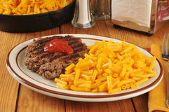 Grilled hamburger with macaroni and cheese Stock Images
