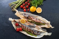 Grilled mackerel with asparagus Royalty Free Stock Images