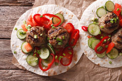 Grilled meat balls with fresh vegetables on a flat bread closeup Stock Photo