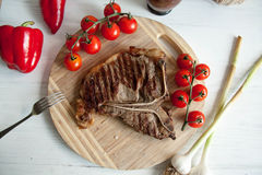 Grilled meat steak with fresh vegetables Royalty Free Stock Photos