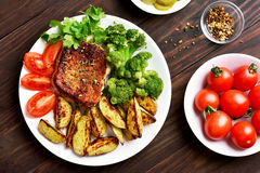 Grilled meat with vegetables on plate Stock Photography