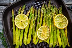 Grilled organic asparagus with lemon Stock Images