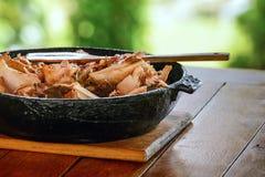 Grilled pôs de conserva a galinha do no espeto da carne do assado em espetos do metal Na grade do BBQ Imagens de Stock Royalty Free