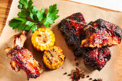 Grilled pork ribs with corn on wood flat lay Stock Photography
