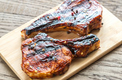 Grilled pork ribs on the wooden board Royalty Free Stock Photos