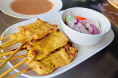 Free Grilled Pork Satay With Peanut Sauce And Vinegar Stock Photo - 33635310