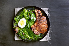 Grilled pork steak with green salad Royalty Free Stock Photos