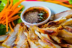 Grilled pork in a white dish with vegetables Royalty Free Stock Photos