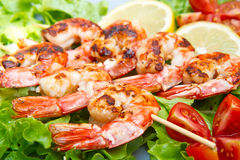 Grilled prawns with salad and cherry tomatoes Royalty Free Stock Photos