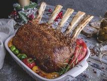 Grilled a rôti le support de l'agneau avec des légumes Nourriture traditionnelle de nouvelle année photographie stock libre de droits