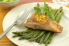 Grilled salmon with asparagus Stock Images