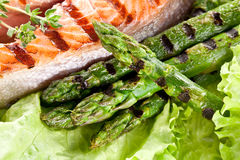 Grilled salmon and asparagus Royalty Free Stock Photos