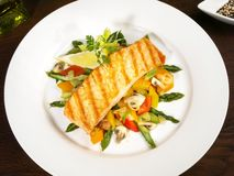 Grilled Salmon with green Asparagus stock photography