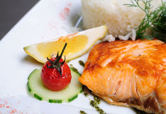 Grilled salmon and lemon Royalty Free Stock Photography