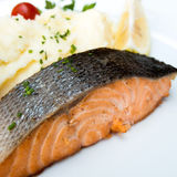 Grilled salmon and lemon Royalty Free Stock Photos