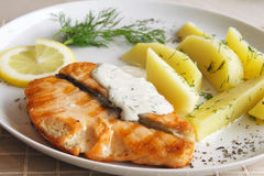 Grilled salmon with potato Royalty Free Stock Images
