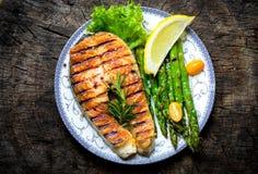 grilled salmon steak στοκ εικόνα με δικαίωμα ελεύθερης χρήσης