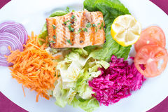 Grilled salmon steak with fresh vegetables Royalty Free Stock Photography