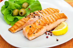 Grilled salmon steak with lettuce Stock Images