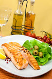 Grilled salmon steak with lettuce Royalty Free Stock Images