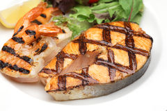 Grilled salmon steak and shrimps Royalty Free Stock Photography
