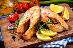 Grilled salmon steaks with vegetables Royalty Free Stock Photography
