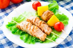Grilled salmon and vegetable skewers Royalty Free Stock Photography
