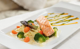Grilled salmon with vegetables Royalty Free Stock Photography