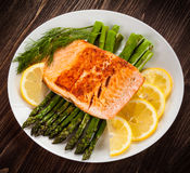 Grilled salmon and vegetables Royalty Free Stock Images