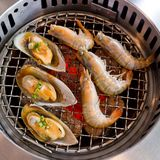 Grilled seafood, prawns and squids Royalty Free Stock Photography