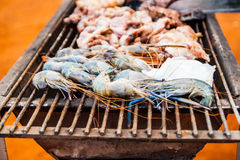Grilled shrimp on the flaming Royalty Free Stock Photography