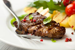 Grilled steak with grilled vegetables Royalty Free Stock Photos