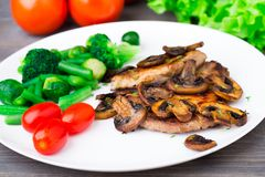 Grilled steak with mushrooms and vegetables Royalty Free Stock Images