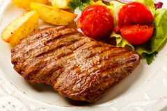 Grilled steak and vegetables Stock Images