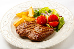 Grilled steak and vegetables Royalty Free Stock Photos