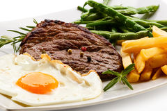 Grilled steak and vegetables Royalty Free Stock Photography