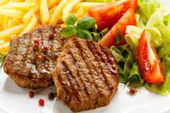 Grilled steak and vegetables Royalty Free Stock Image