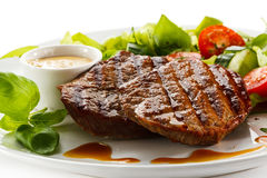 Free Grilled Steaks And Vegetables Royalty Free Stock Photo - 52187425