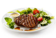 Grilled steaks and vegetables Royalty Free Stock Photos