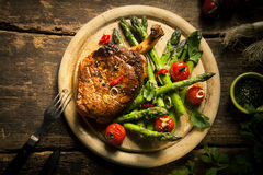 Grilled veal loin with Asparagus and Cherry Tomatoes Stock Photography