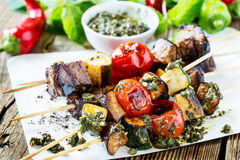 Grilled  vegetables and beef shishkabobs Royalty Free Stock Photography