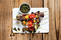 Grilled  vegetables and beef shishkabobs Royalty Free Stock Photos