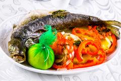 Grilled whole salmon with vegetables Stock Photography