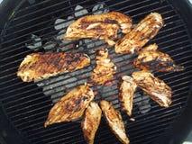 Grillen der Hühnerbrust stockfotografie